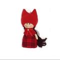 عروسک دختر روسی قرمز