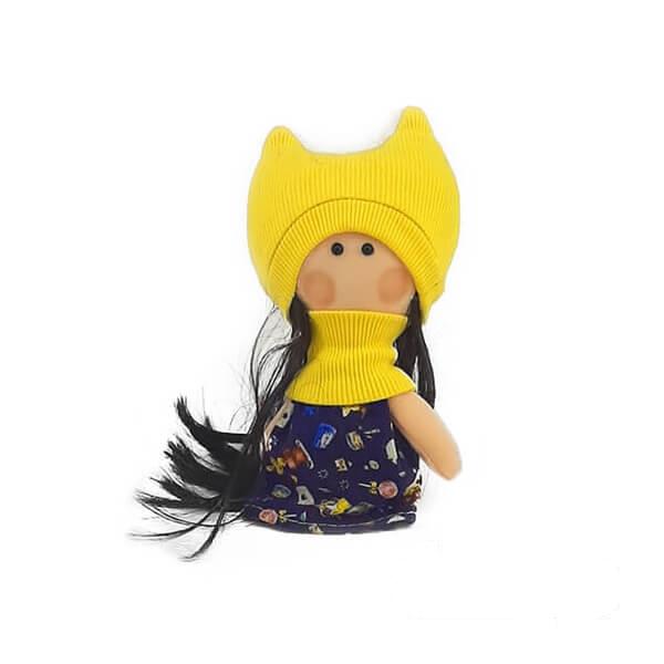عروسک دختر روسی زرد