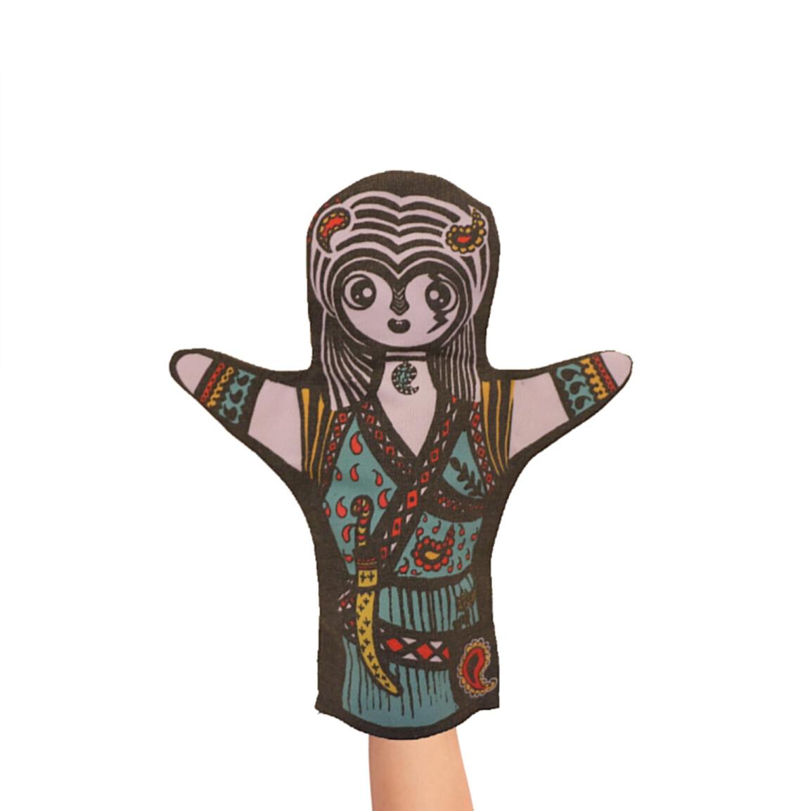 """عروسک دستکشی"""" گُردآفرید"""" از سری شاهنامه"""