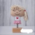 عروسک فنری روز عشق، دختر مو شیری