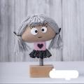 عروسک فنری روز عشق، دختر مو طوسی